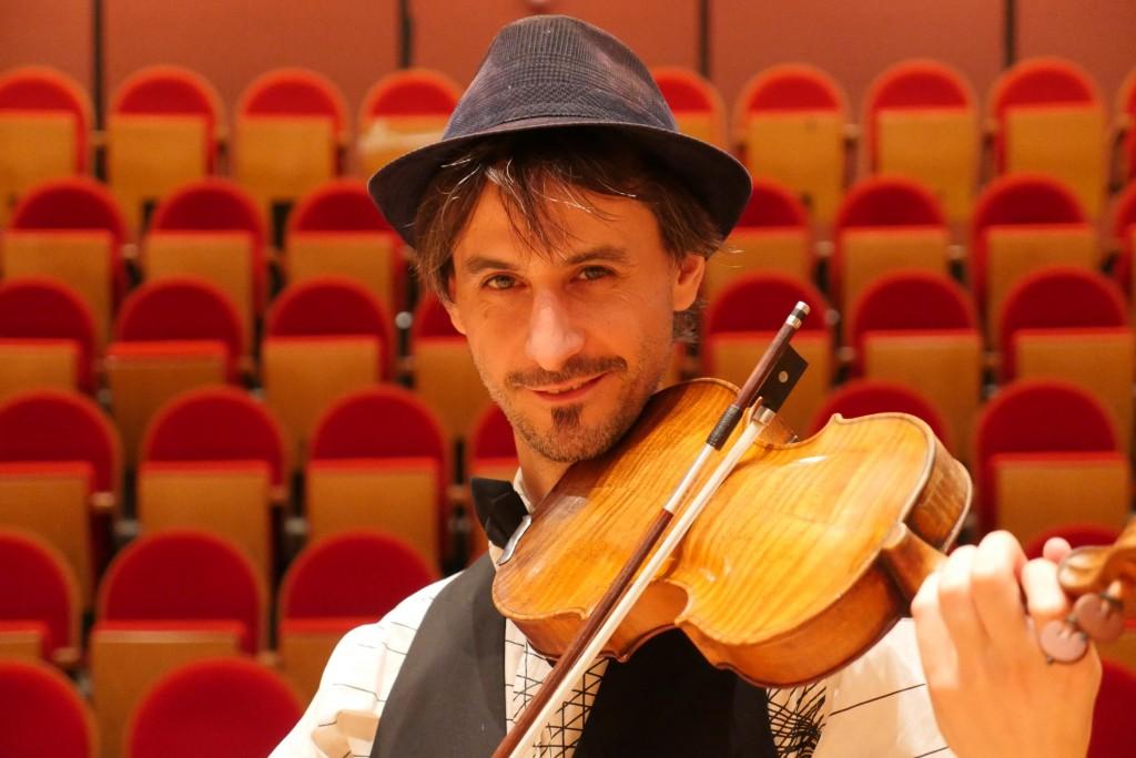 Raphaël Maillet Violon à l'envers - horizontal
